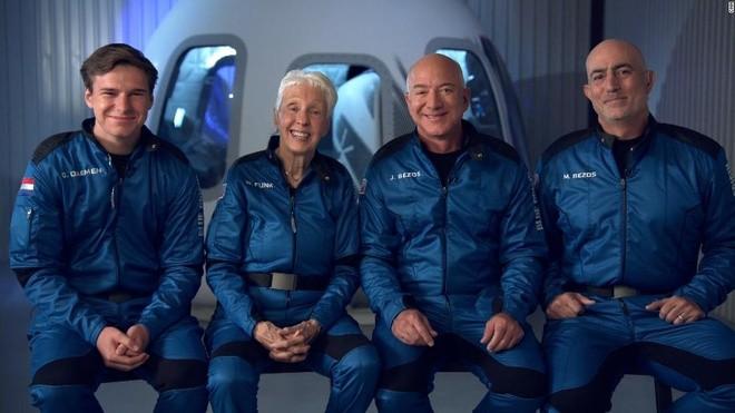 jeff-bezos-and-space-flight-crew-super-tease-1626831613.jpg