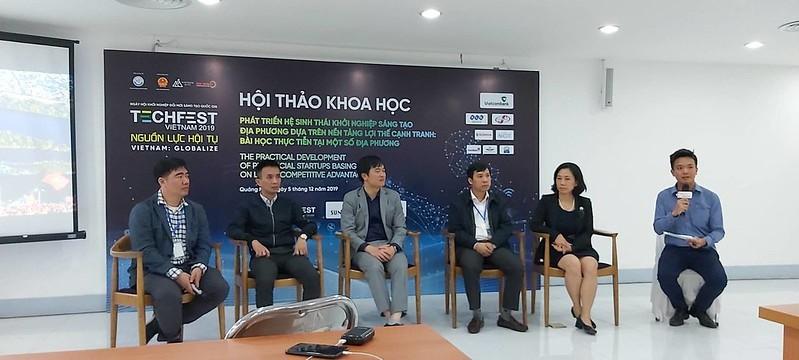 Các đại biểu trao đổi tại Hội thảo Phát triển hệ sinh thái khởi nghiệp sáng tạo địa phương được tổ chức năm 2019