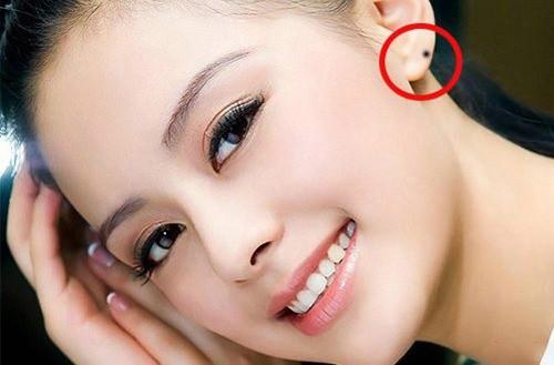 Phụ nữ sở hữu 4 nốt ruồi phú quý trên tai | Thực tế online